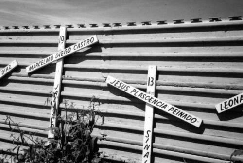 border-wall-graves